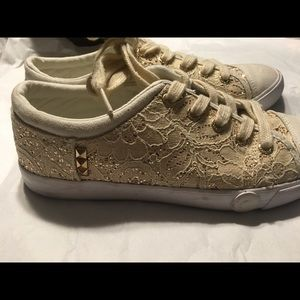 Guess sneakers. Sz 7,5. Lace. Great condition